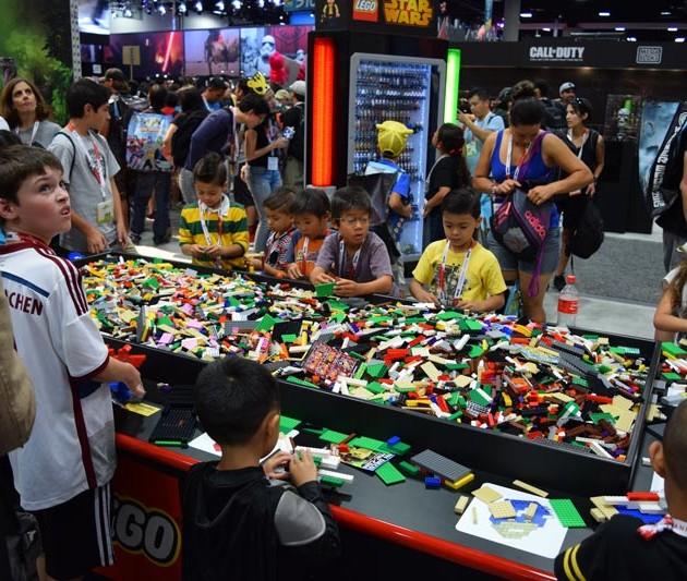 SDCC 2015: LEGO