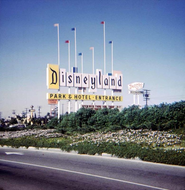 disneyland-sign